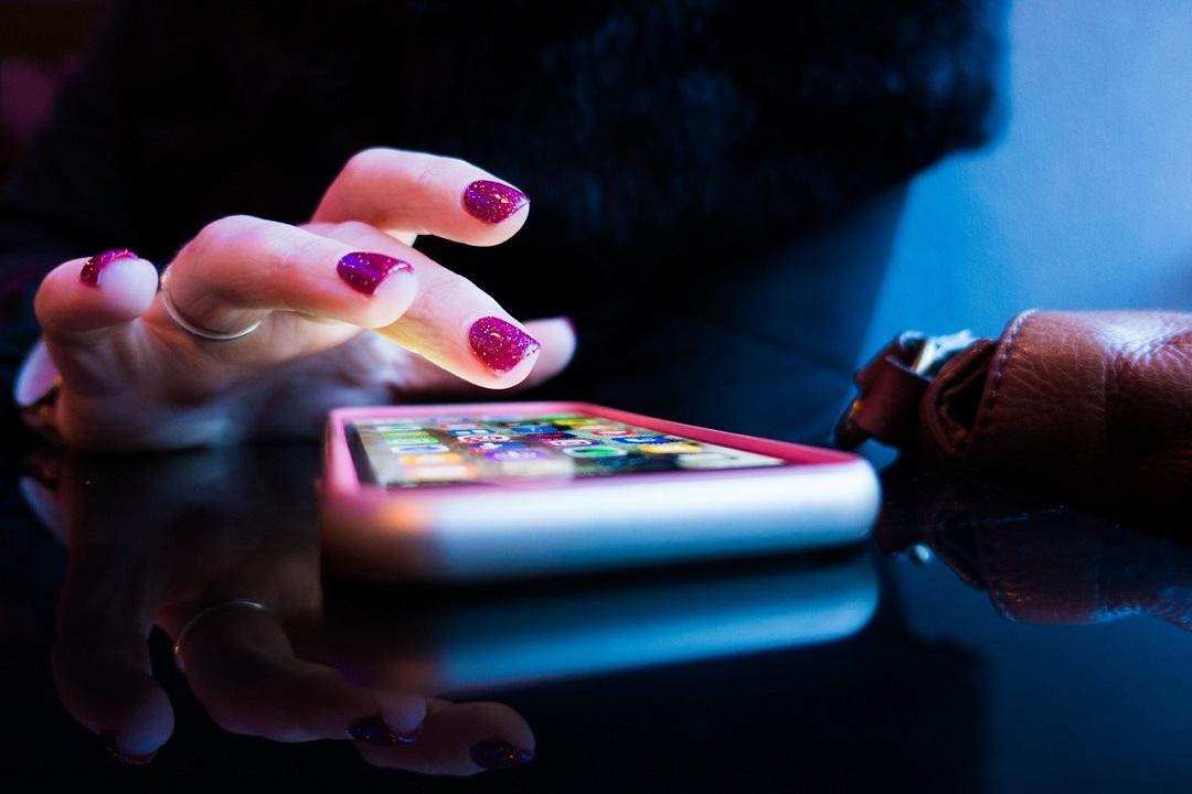 El uso repetido de las nuevas tecnologías pueden provocar adicciones tecnológicas.