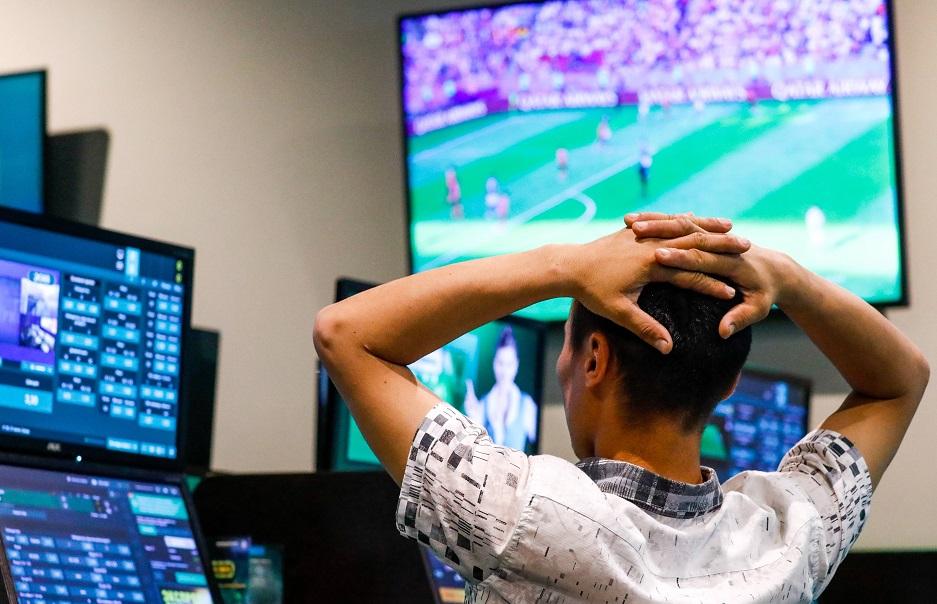 Una persona que no puede dejar de apostar decimos que está enganchado a las apuesta deportivas