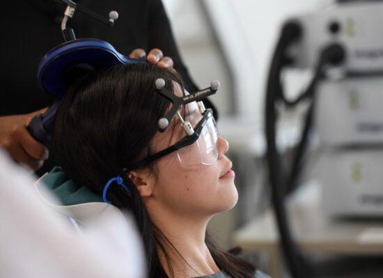 Mujer en tratamiento con terapias avanzadas. Estimulación magnética Transcraneal