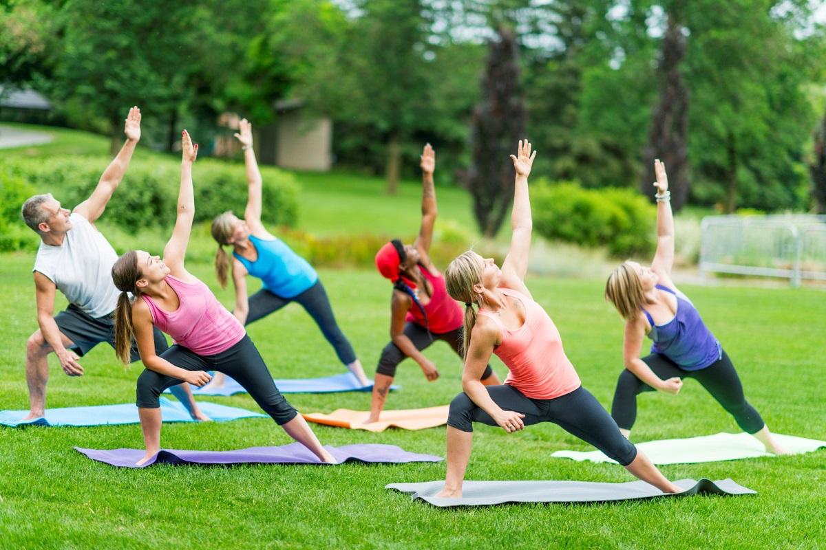 Una de las más conocidas terapias alternativas es la práctica del Yoga